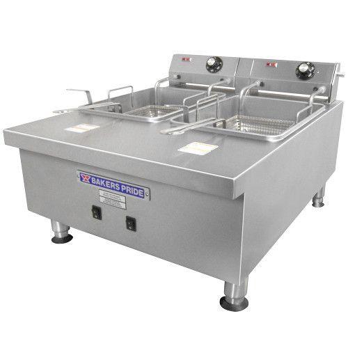 APW Wyott HEF-30TI Countertop Split Pot Electric Heavy Duty Fryer- 30lb Capacity